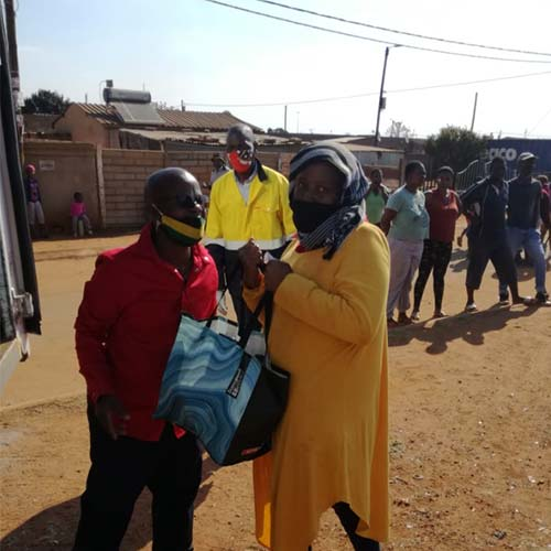 Siyakholwa Support Care Centre_COVID-19 – pandemic food distribution image 4